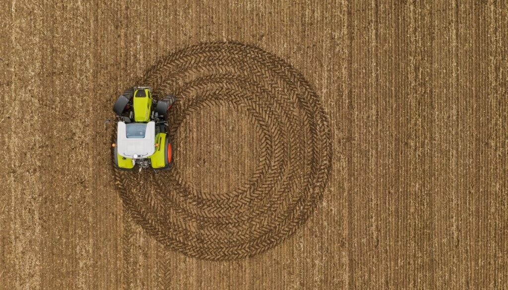 CLAAS ARION 400 39